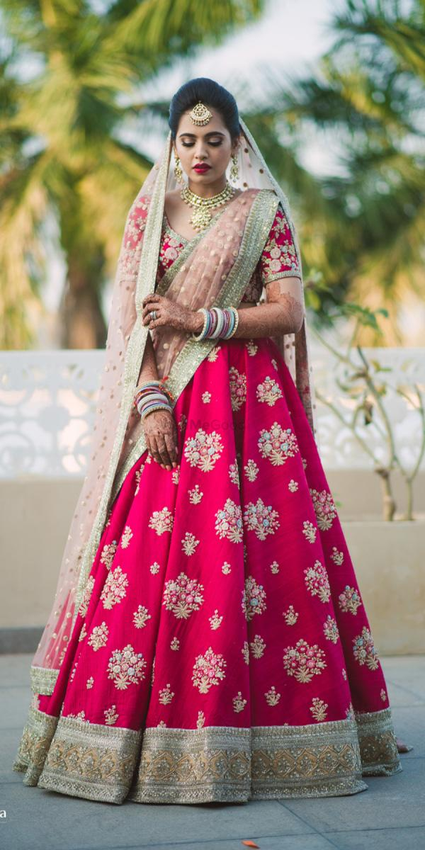 indian wedding dresses red lehenga with gold aviraj saluja photography