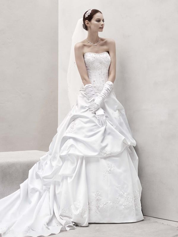 Oleg cassini wedding dresses wedding dresses guide for Wedding dress designer oleg cassini