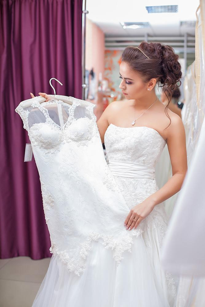 wedding dress shopping mistakes how to choose right