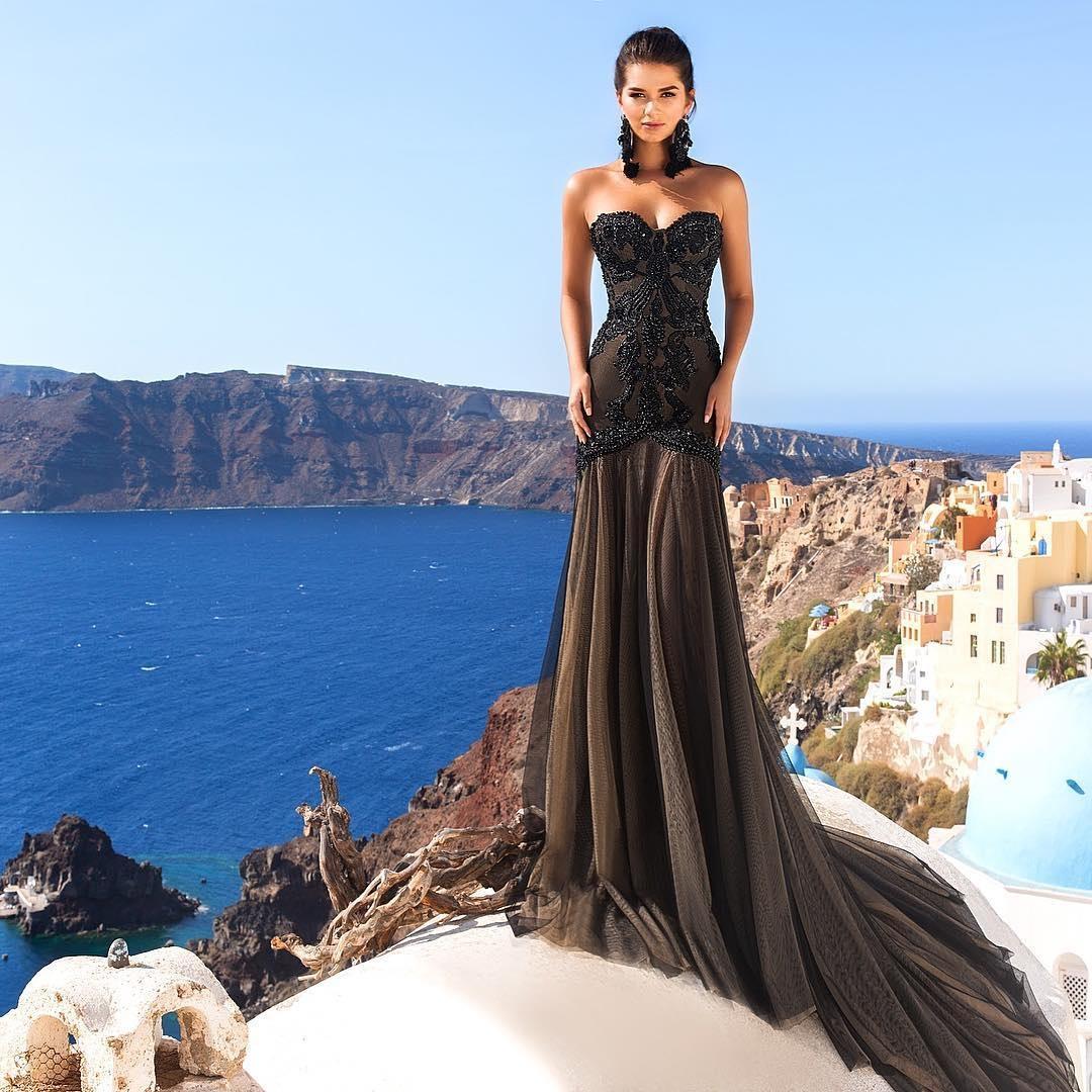Black wedding dresses trumpel sweetheart gothic crystal for Black designer wedding dresses