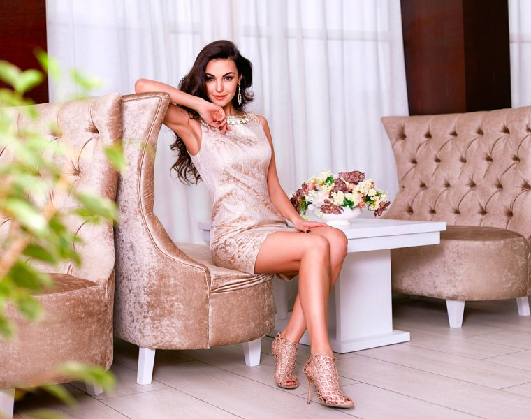 fall wedding guest dresses sheath knee length with metallic details and jewel neckline