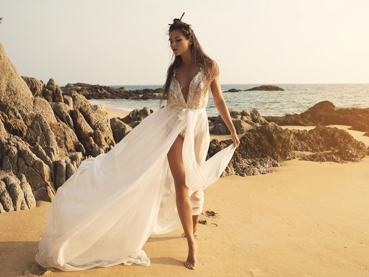 30 Wonderful Beach Wedding Dresses For Hot Weather