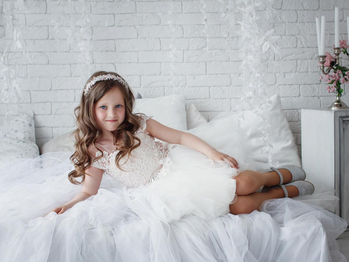 lace flower girl dresses featured