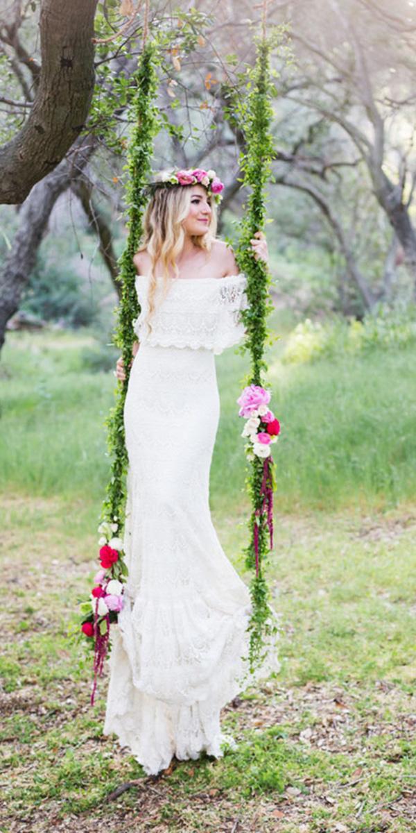 Barnyard Wedding Dresses Sheath Lace Embellishment Country Green Shoes